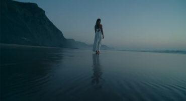 La bodyboardeuse Joana Schenker apparaît dans un film promotionnel sur Vila do Bispo