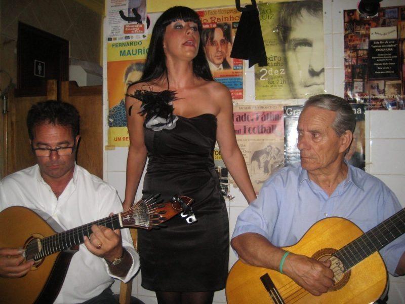 Carla Linhares