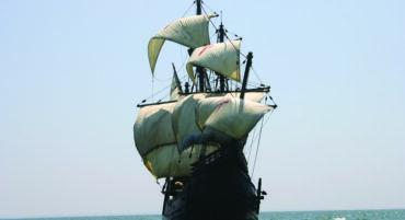 Réplique du premier navire à faire le tour du monde pour visiter la marina de Lagos