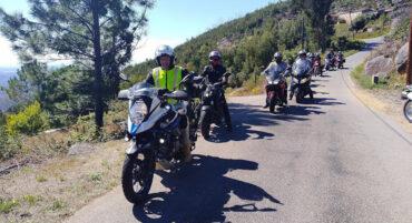 Les motards seniors de l'Algarve profitent d'une balade vallonnée