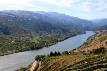 Dix-huit ans après, l'hôtel de luxe en bord de Douro est toujours indésirable