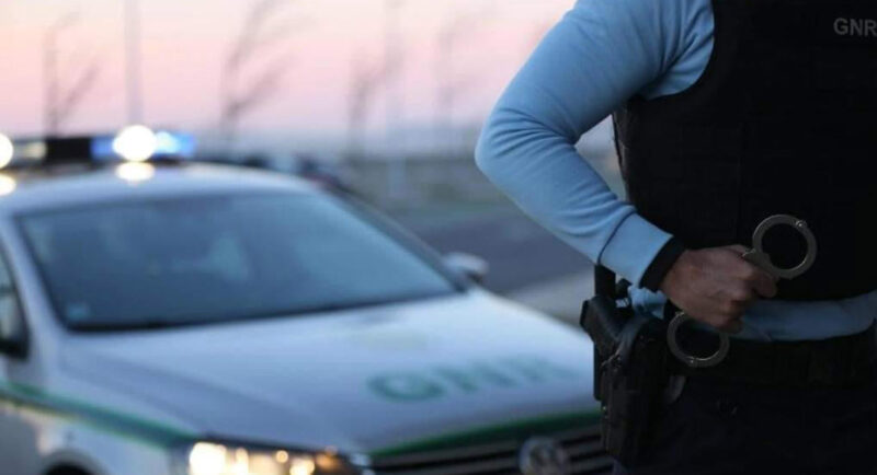 Deux Britanniques arrêtés après avoir agressé des policiers à Vilamoura