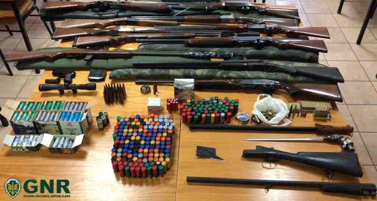 Le GNR appréhende un « arsenal d'armes » à Silves, la maison d'un homme accusé de 20 ans de violence domestique
