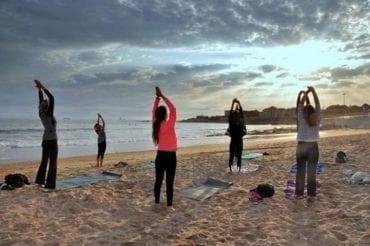 Des cours de yoga, fitness et Pilates en plein air et en français