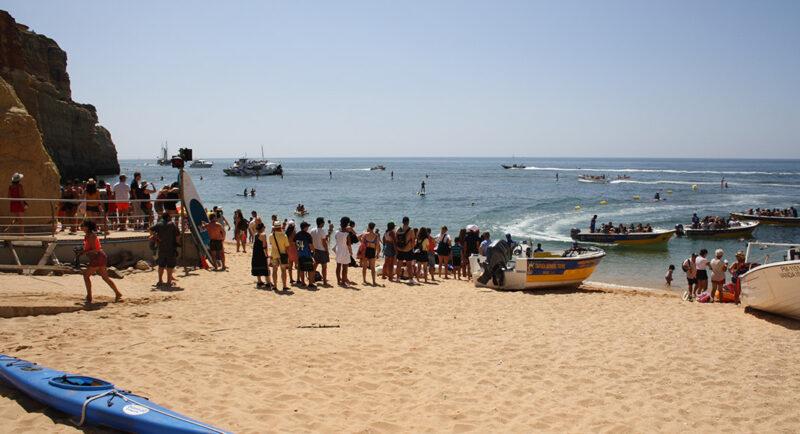 Les autorités vont imposer des règles plus strictes sur les visites des grottes marines emblématiques de l'Algarve