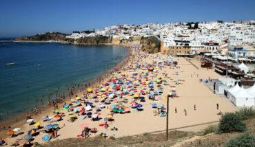 Les chiffres du mois d'août pour le tourisme national «hors échelle»: rapports de l'INE